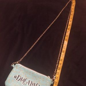 Bags - Gorgeous mint green purse 👛.